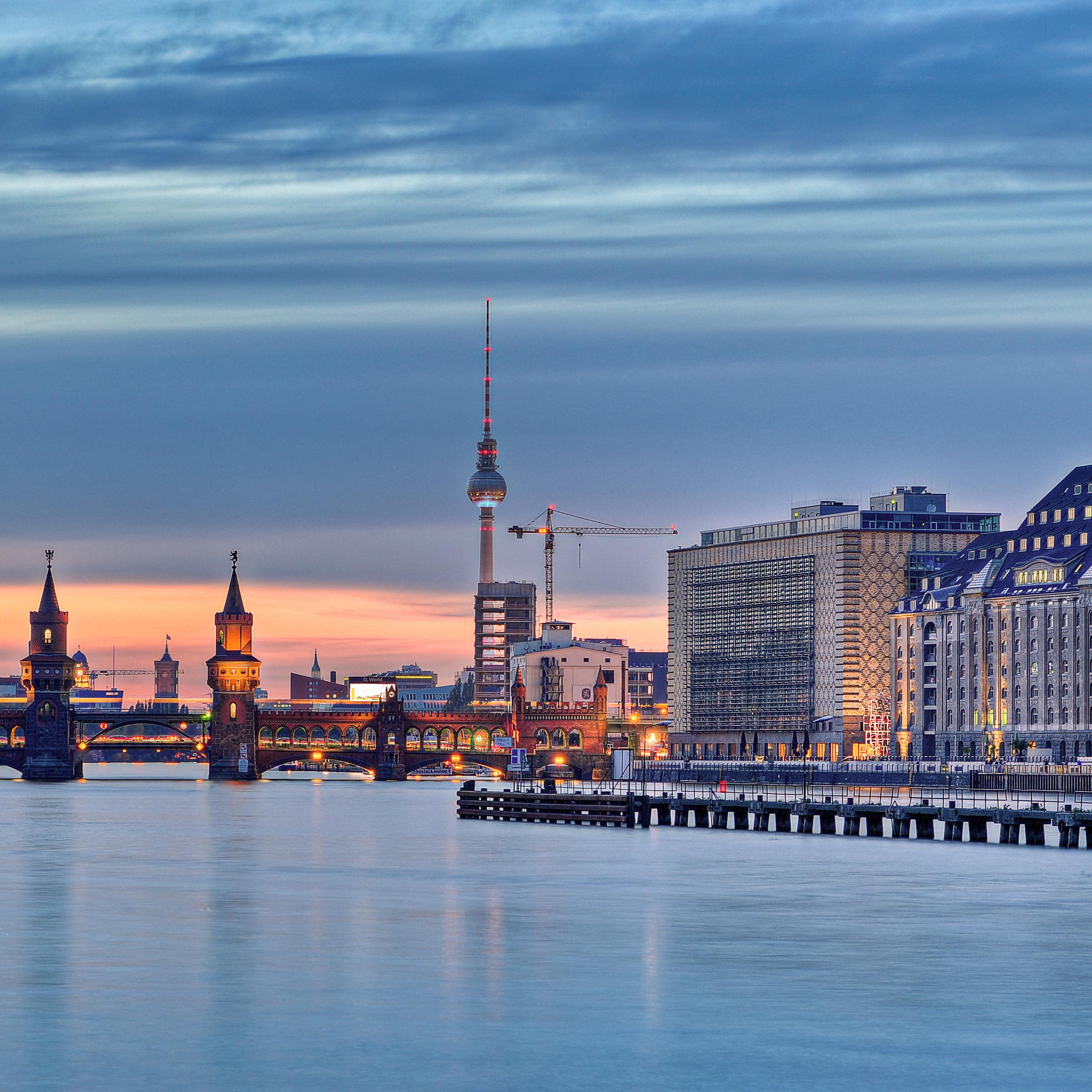 Bild von Oberbaumbrücke im Sonnenuntergang; Quelle: Website von Berlin Energie; © Fotolia.com