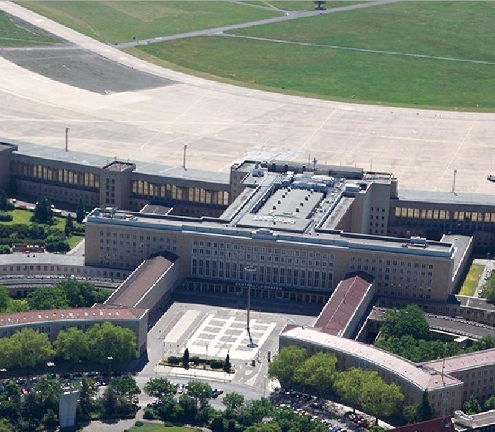 Bild zeigt ein Luftbild des Tempelhofer Flughafens; Quelle: Senatsverwaltung für Stadtentwicklung und Umwelt/ D. Laubner